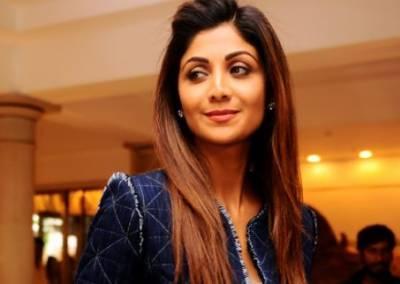 بھارتی اداکارہ شلپا شیٹھی کو سڈنی ایئرپورٹ پر سٹاف کی جانب سے خراب رویے کا سامنا