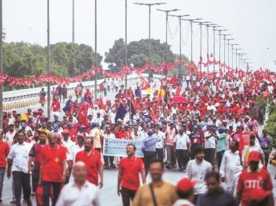 20 ہزار بھارتی کسانوں کا احتجاج، آج دارالحکومت میں داخل ہو گا