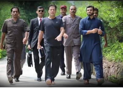 وزیر اعظم قومی اسمبلی میں نشست کی طرف دوڑ پڑے