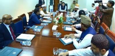 ہرشعبے میں صلاحیتوں کے مطابق آگے بڑھنا مدرسے کے طلبا کا حق ہے، عمران خان