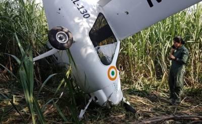 بھارتی ایئرفورس کا جہاز تربیتی پرواز کے دوران گرگیا،پائلٹ محفوظ رہے