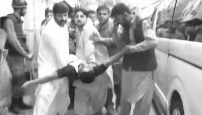 شہباز شریف کی عدالت میں پیشی، بکتر بند گاڑی سے گر کر لیگی کارکن زخمی