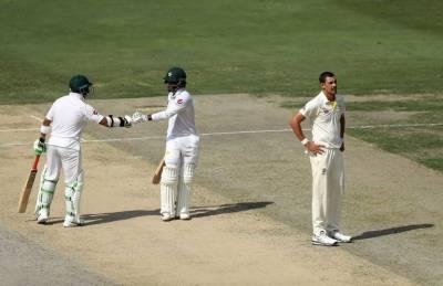 دبئی ٹیسٹ ،پاکستان کی آسٹریلیا کیخلاف دوسرے روز بیٹنگ جاری