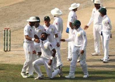دبئی ٹیسٹ: پاکستان نے تیسرے دن کے اختتام تک دوسری اننگز میں 45 رنز پر 3 وکٹیں گنوادیں