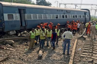 بھارت میں خوفناک ٹرین حادثہ ، 17 افراد ہلاک ، 30 سے زائد زخمی ہوگئے