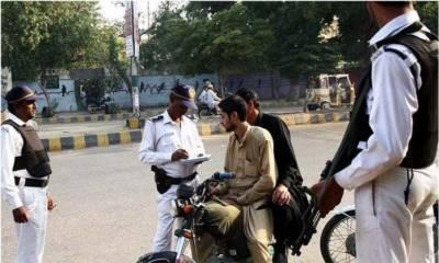کراچی میں موٹرسائیکل سواروں کو ہیلمٹ خریدنے کیلئے ایک ہفتے کی مہلت