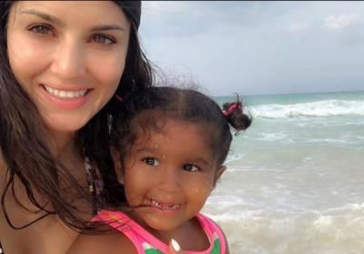 بھارتی اداکارہ سنی لیون نے اپنی بیٹی کی سالگرہ میکسیکو میں منائی