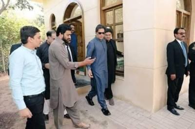 وزیراعظم عمران خان کی بنی گالا میں ذاتی رہائش گاہ میں مسجد تعمیر