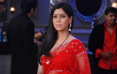 بھارتی اداکارہ ساکشی تنورنے بھی بچی کو گود لے لیا