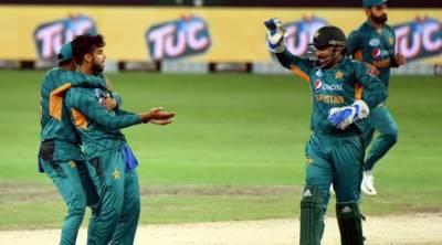 سنسنی خیز مقابلہ کے بعد پاکستان نے کیویز کودوسرے ٹی ٹونٹی میں شکست دیدی