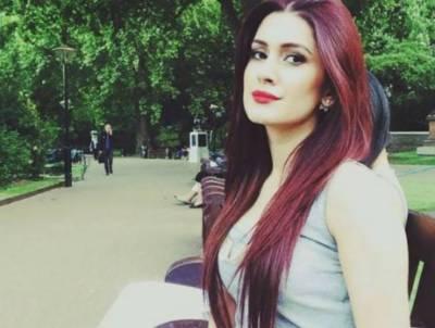 اداکارہ کبریٰ خان کو گرم ملبوسات کے بغیر نتھیا گلی جانا مہنگا پڑ گیا