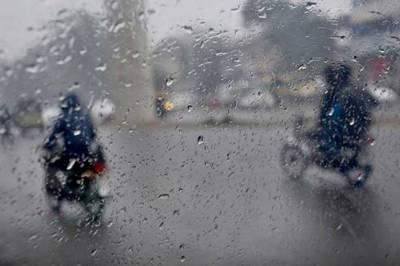 پنجاب کے مختلف شہروں میں ہلکی بارش، لاہور میں اسموگ کی شدت میں کمی