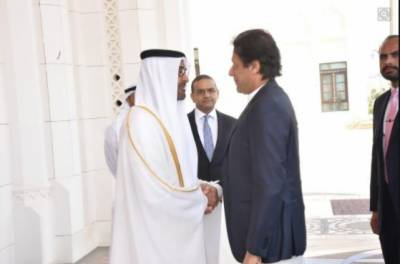 وزیراعظم عمران خان متحدہ عرب امارات پہنچ گئے،آرمی چیف بھی ہمراہ