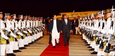 وزیراعظم عمران خان 2 روزہ سرکاری دورے پر ملائیشیا پہنچ گئے