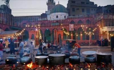 ملک بھر میں جشن عید میلاد النبیﷺ روایتی جوش وجذبے اور مذہبی عقیدت سے منایا جارہاہے