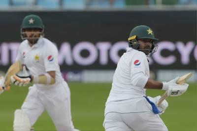 دبئی ٹیسٹ:پاکستان کی دوسرے روز بیٹنگ جاری،حارث سہیل نے سنچری جڑ دی
