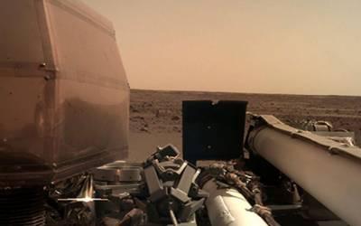 ناسا کا بغیر پائلٹ خلائی جہاز 'انسائٹ' کامیابی سے مریخ پر پہنچ گیا