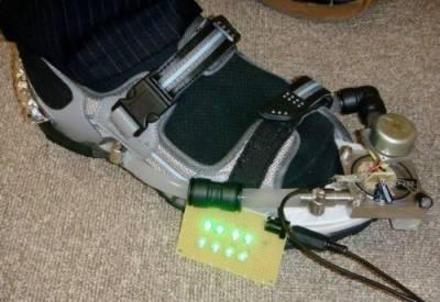 دانش سکول کے طالبعلم نے پیدل چلتے وقت موبائل فون بیٹری چارج کرنے کا آلہ ایجاد کرلیا
