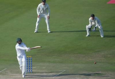 ابو ظبہی ٹیسٹ :کیویز کے 274 رنز کے جواب میں پاکستان کے 3 وکٹوں پر 139 رنز