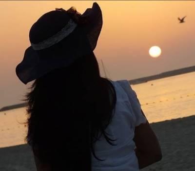 یورپی خاتون کو دبئی کے ساحل پر تصویر کھینچنا مہنگا پڑ گیا
