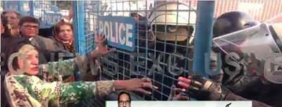 لاہور، احتساب عدالت کے باہر پولیس کا لیگی کارکنوں پر لاٹھی چارج