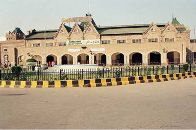 روہڑی کو ماڈرن ریلوے اسٹیشن بنارہے ہیں وہاں شاپنگ مال بنائیں گے ،شیخ رشید