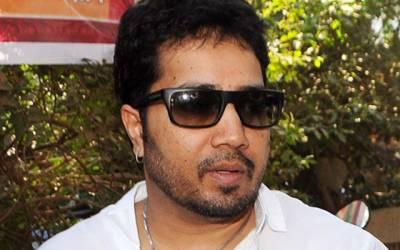 معروف بھارتی گلوکار میکا سنگھ یو اے ای میں گرفتار