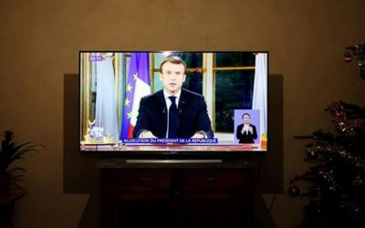 فرانسیسی صدر نے ملک میں کم سے کم تنخواہ میں 100 یورو اضافہ کر دیا