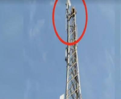 'مجھے وزیراعظم بناﺅ'،اسلام آباد کے بلیو ایریا میں ایک شخص موبائل سگنل ٹاور پر چڑھ گیا