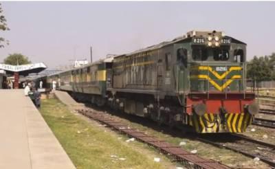 فیصل آباد کے قریب دو ٹرینیں آپس میں ٹکرانے سے ایک شخص جاں بحق