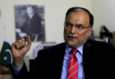 اپوزیشن چاہے تو تحریک انصاف کی حکومت ختم ہوسکتی ہے، احسن اقبال