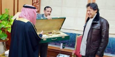 گورنر تبوک کا عمران خان کیلئے سونے کی کلاشنکوف کا نایاب تحفہ