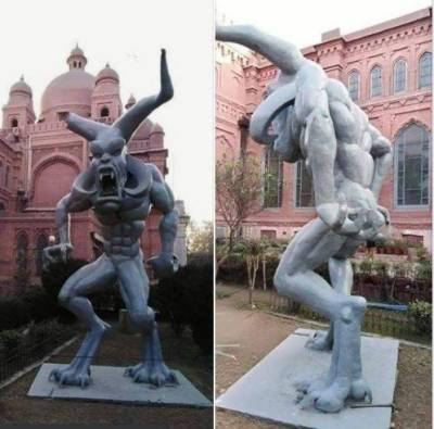 لاہور میوزیم کے باہر 'شیطانی' مجسمہ نصب