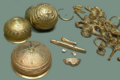 بھارت میں کھدائی کے دوران نکلنے والا 19 ویں صدی کا خزانہ لوگوں نے لوٹ لیا