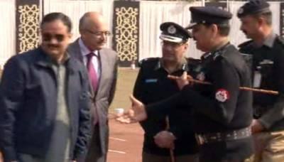 وزیراعلیٰ عثمان بزدار آئی جی پنجاب سے ہاتھ ملائے بغیر چل دیے