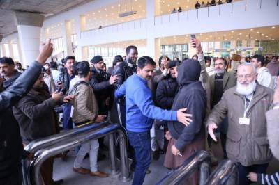 پشاور زلمی کے کپتان ڈیرن سیمی پاکستان پہنچ گئے