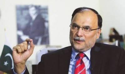 نئے پاکستان کی باتیں کرنے والے پرانی پالیسی پر گامزن ہیں، احسن اقبال
