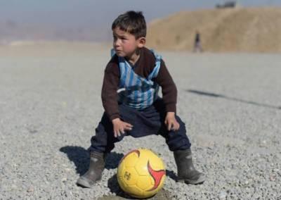 دنیا کے بہترین فٹبالر لوئنل میسی کا ننھا فین مرتضی حمادی طالبان کی زد میں آ گیا
