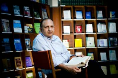 بھارتی دانشور نے پلوامہ حملے پر بھارت کو بے نقاب کر دیا