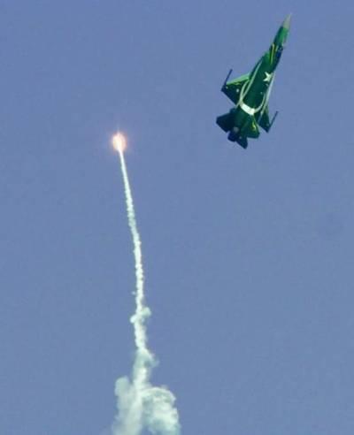 پاک بھارت کشیدگی ،جے ایف 17 تھنڈر جنگی طیارے ان ایکشن