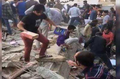 کراچی، 3 منزلہ عمارت گر گئی، ملبے تلے دب کر 2 افراد جاں بحق