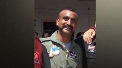 گرفتار بھارتی پائلٹ کس اہم ترین شخصیت کا بیٹا نکلا؟
