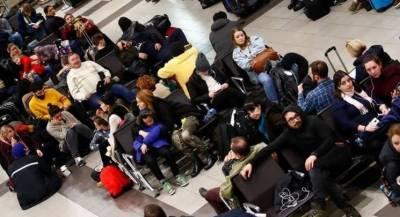 ابوظہبی ائرپورٹ پر پاکستانی مسافرمشکل میں پھنس گئے