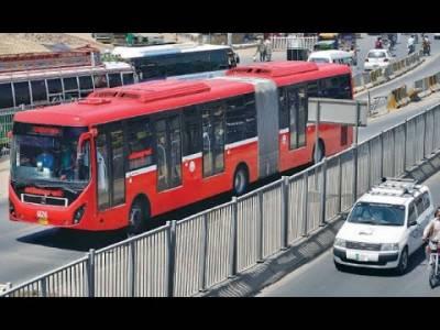 وزیراعلیٰ عثمان بزدار نے میٹرو بس کے کرایوں میں اضافے کی تجویز مسترد کر دی
