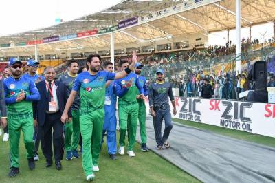 ایک میچ کی کارکردگی پر آپ کسی نئے کھلاڑی کو موقع دے کر پاکستان کی کیپ کو حقیر نہ بنائیں:شاہد آفریدی