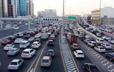 اماراتی حکام نے 1200 ٹریفک خلاف ورزیاں کرنے والے مقامی ڈرائیور کو گرفتار کرلیا