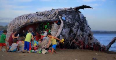 فلپائن میں مردہ ملنے والی وھیل کے پیٹ سے 40 کلو گرام پلاسٹک کے تھیلے نکلے