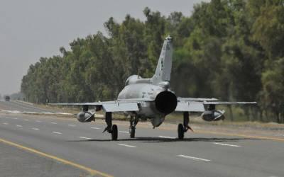 پاک فضائیہ کے لڑاکا طیاروں کا سڑکوں اور موٹرویز پر لینڈنگ کا کامیاب مظاہرہ