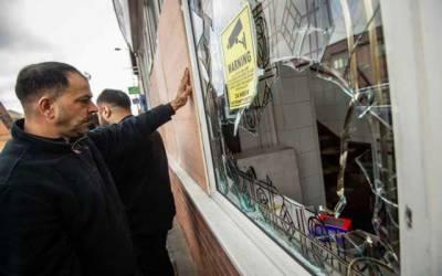 برطانیہ میں بھی اسلام فوبیا، شرپسندوں کا مساجد پر حملہ، شیشے توڑ دیے