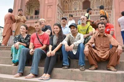 پاکستان نے غیرملکی سیاحوں کے ویزے کیلئے این اوسی کی شرط ختم کر دی